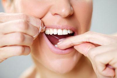 Schöne Zähne sind mit der richtigen Pflege in jedem Alter möglich